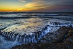 Crépuscule à la plage San Fernando Cadiz Spain de Torregorda image stock