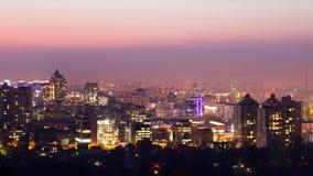 Crépuscule au-dessus d'Almaty photographie stock libre de droits