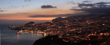 Crépuscule au-dessus de Funchal, Madère Images stock