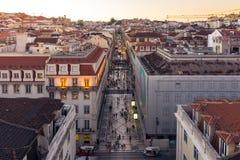 Crépuscule au-dessus de Rua Augusta Shopping Street à Lisbonne Portugal, août photographie stock