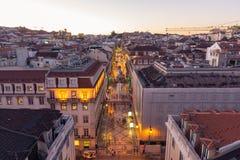 Crépuscule au-dessus de Rua Augusta Shopping Street à Lisbonne Portugal, août images libres de droits