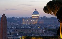 Crépuscule au-dessus de St Peters, Rome, Italie photos libres de droits