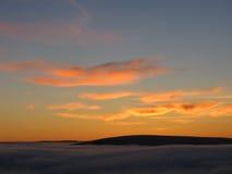 Crépuscule au-dessus des nuages Images libres de droits