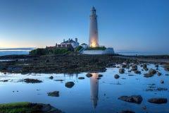 Crépuscule au-dessus du phare de St Mary Photos libres de droits