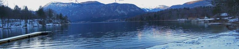 Crépuscule au panorama de lac Images stock
