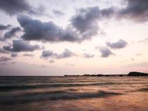 Crépuscule chez Nang Ram Beach - Image stock