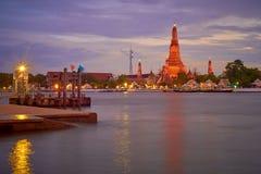 Crépuscule chez Wat Arun Photo libre de droits