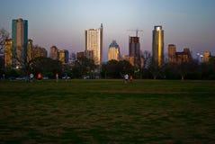 Crépuscule d'or d'heure de crépuscule de coucher du soleil d'horizon de parc de Zilker en parc Image libre de droits