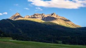 Crépuscule dans les Alpes en Autriche banque de vidéos