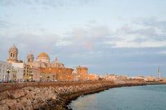 crépuscule de cathédrale de Cadix Photographie stock libre de droits