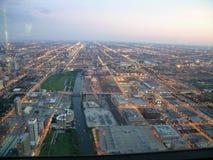 Crépuscule de Chicago, vue aérienne Image libre de droits