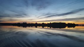 crépuscule de lac Photographie stock