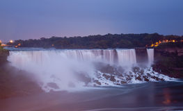 Crépuscule de Niagara Falls Photos stock