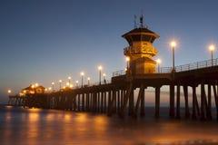 Crépuscule de pilier de Huntington Beach Photos libres de droits