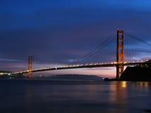 Crépuscule de pont en porte d'or Photos stock