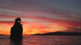 Crépuscule de roche de Siwash, baie anglaise Photographie stock libre de droits