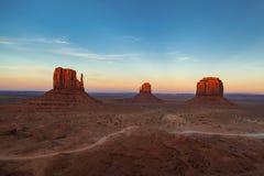 Crépuscule de vallée de monument, vallée de monument, Arizona, Etats-Unis images libres de droits