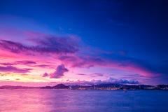 Crépuscule de Victoria Harbour en Hong Kong Photo stock
