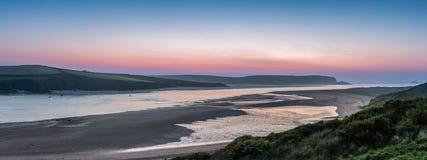 Crépuscule, estuaire de chameau, les Cornouailles image libre de droits