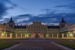 Crépuscule nuageux au-dessus du palais historique d'Aranjuez, Espagne photo stock