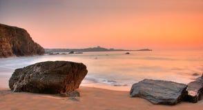 Crépuscule par l'océan Image stock