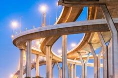 Crépuscule sous le pont de Bhumibol de vue Photo stock