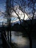 Crépuscule sur la défectuosité de rivière à Strasbourg, France Photos libres de droits