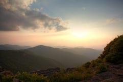 Crépuscule sur la montagne photographie stock libre de droits