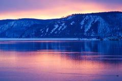 Crépuscule sur la rivière Image stock