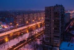 Crépuscule sur la rue dans des quarts de sommeil Image stock
