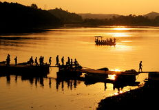 Crépuscule sur le fleuve Images libres de droits