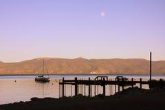 Crépuscule sur le lac image libre de droits