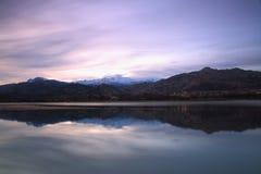 Crépuscule sur le lac Photos libres de droits