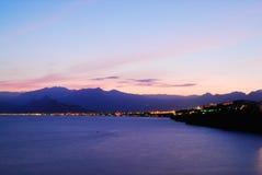 Crépuscules colorés au-dessus d'Antalya, Turquie Images libres de droits