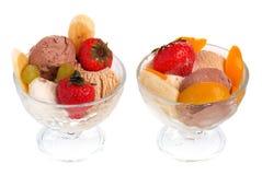 Crême glacée avec des fruits et des baies Photo libre de droits