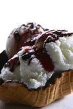 Crême glacée avec du chocolat râpé Image stock