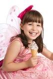 Crême glacée de fixation heureuse de fille à disposition Image stock