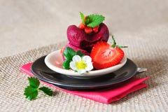 Crême glacée de fraise photographie stock libre de droits