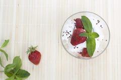 Crême glacée et fraises Photo libre de droits
