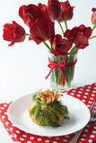 Crêpe avec des champignons de couche et des herbes Photo stock