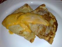 Crêpe con formaggio e il besciamella immagine stock libera da diritti