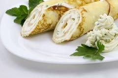 Crêpe con la salsa di formaggio fotografie stock libere da diritti