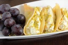 Crêpe douce remplie du fromage de Ricotta Images stock