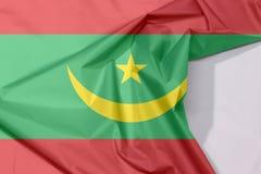 Crêpe et pli de drapeau de tissu de la Mauritanie avec l'espace blanc illustration stock
