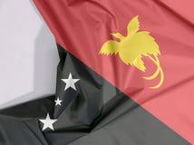 Crêpe et pli de drapeau de tissu de la Papouasie-Nouvelle-Guinée avec l'espace blanc illustration stock