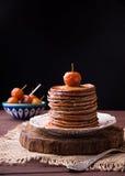 Crêpes avec de la confiture chinoise de pommes Image libre de droits