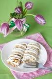 Crêpes avec de la crème aigre pour le déjeuner Images libres de droits