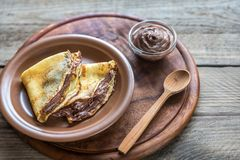 Crêpes avec de la crème de chocolat Photographie stock libre de droits