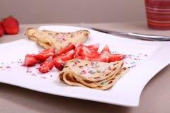 Crêpes avec la fraise Image libre de droits
