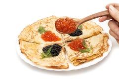 crêpes avec le caviar noir et rouge Photographie stock libre de droits